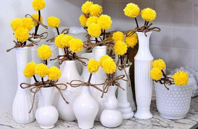 Как просто сделать интерьерные цветы из помпонов