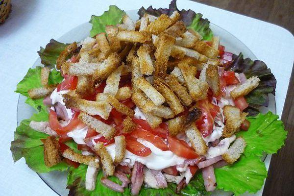 Рецепт салат с сухариками