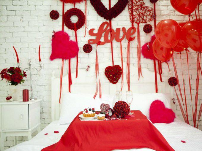 Как просто украсить комнату на День всех влюбленных