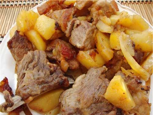 Как приготовить тушеный картофель со свиными ребрышками