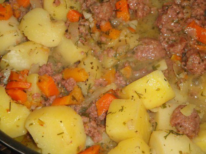 Как потушить картофель с мясом в подливе