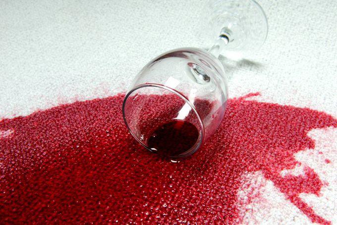 Как удалить пятна от вина со стены фото
