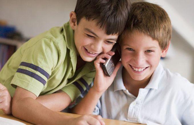 Какой мобильный телефон выбрать ребенку