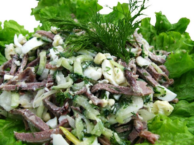 Салат из языка говяжьего и грибов с