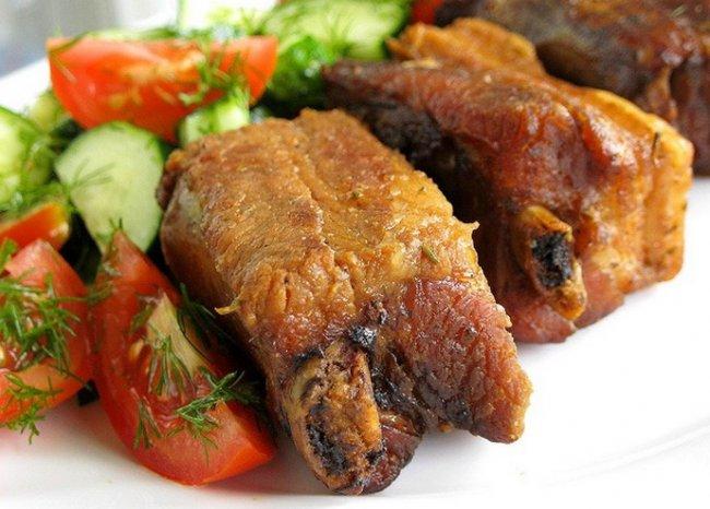 Как приготовить аппетитные свиные ребрышки в духовке