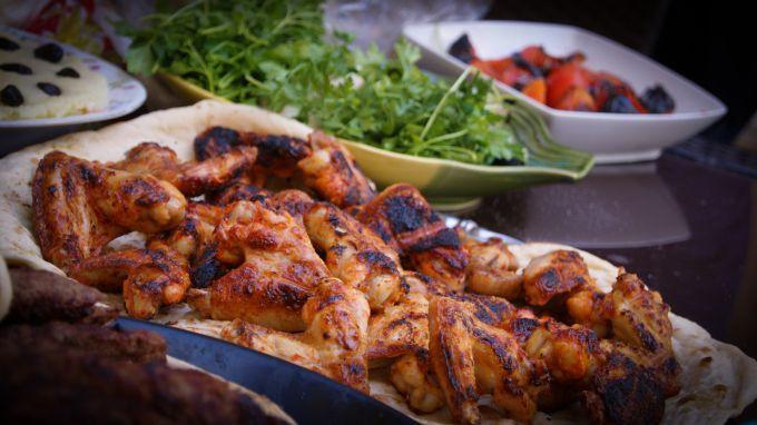 Какие вкусные блюда приготовить из курицы: жарим, варим, запекаем