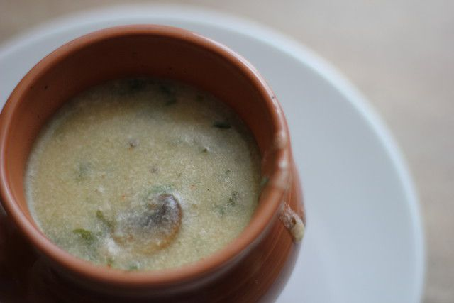 Как готовят суп мацвнис с грибами