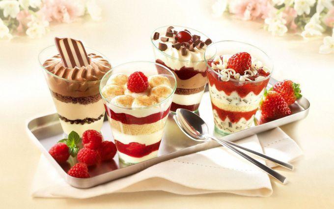 Как просто приготовить летние десерты с мороженым