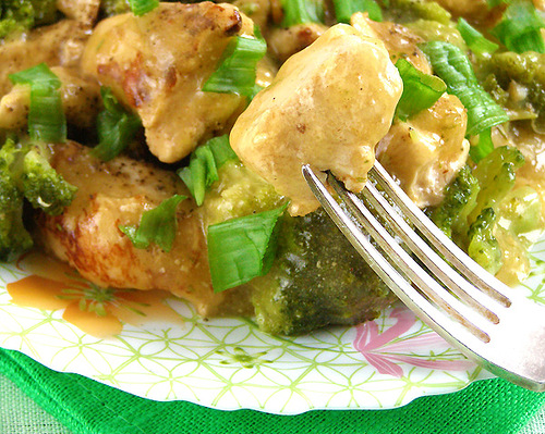 Как приготовить куриное филе с брокколи и миндалем