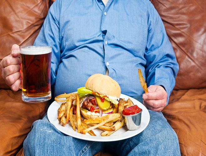 Жирная еда приводит к отрыжке