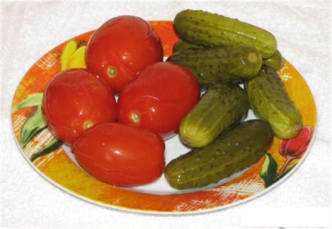 Как замариновать ассорти из огурцов и помидоров на зиму