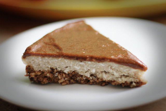 Как приготовить сыроедческий кокосовый торт