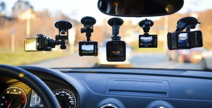 Автомобильный видеорегистратор: какой купить и для чего он нужен?
