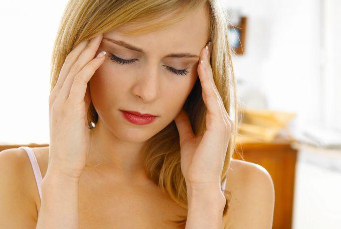 Каковы симптомы мигрени и как ее лечить
