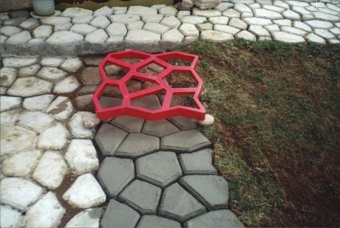 Изготовление садовых дорожек с помощью форм
