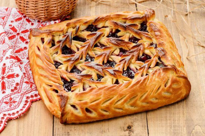 Как украсить пирог тестом - пример