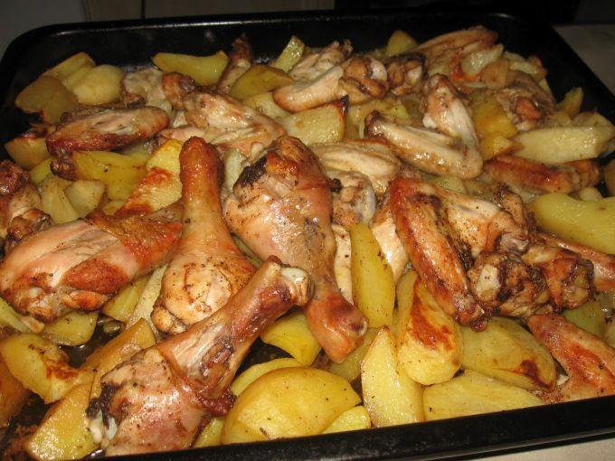 вкусно приготовить курицу с картошкой в духовке