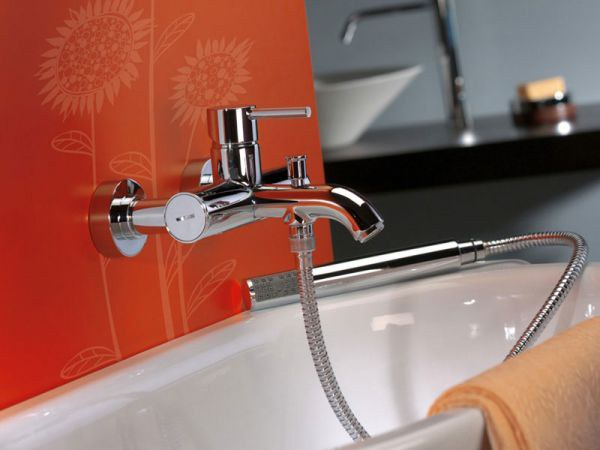 Смеситель с душем для ванной комнаты