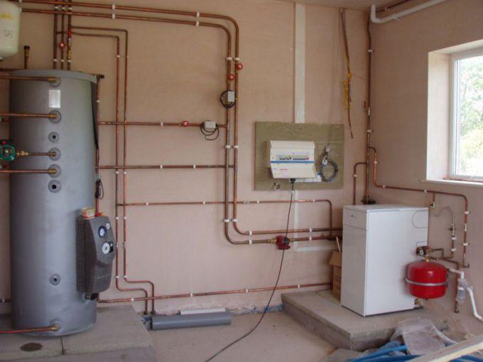 Монтаж закрытой системы отопления в загородном доме