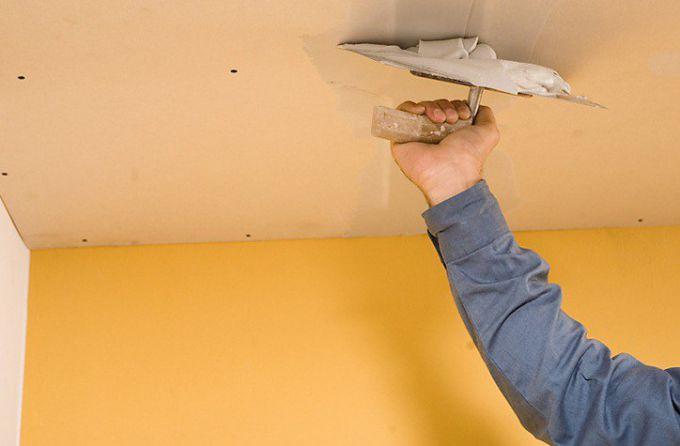 Как оштукатурить потолок своими руками