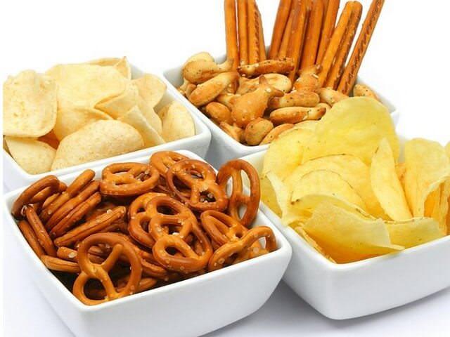 Почему сухарики и чипсы считаются вредными продуктами