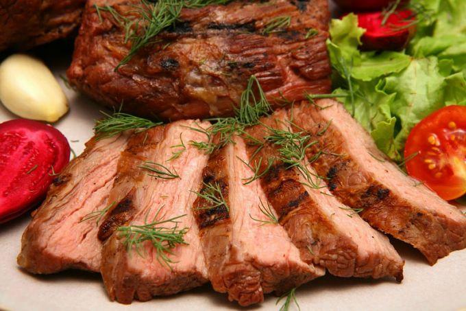 Как приготовить свинину в маринаде в духовке