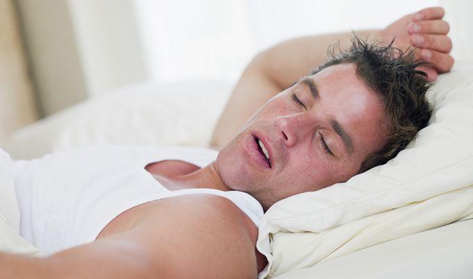Почему люди разного возраста сильно потеют во сне