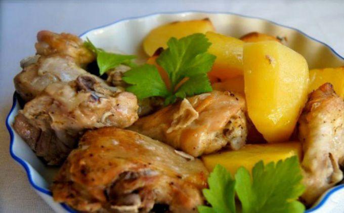 Как приготовить курицу с картошкой в сметане в духовке