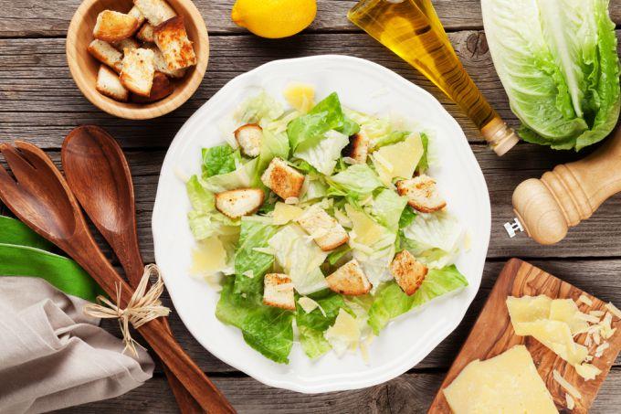 В честь кого назван салат цезарь