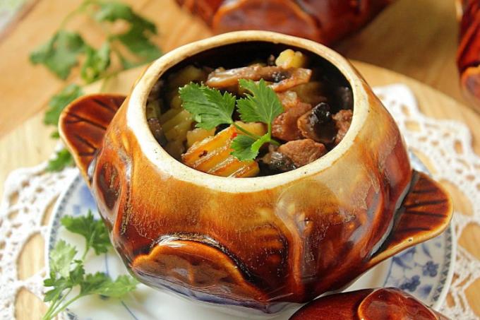 Свинина в горшочках: рецепты с фото для легкого приготовления