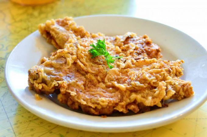 Отбивные вкусно дополнять различными острыми соусами.