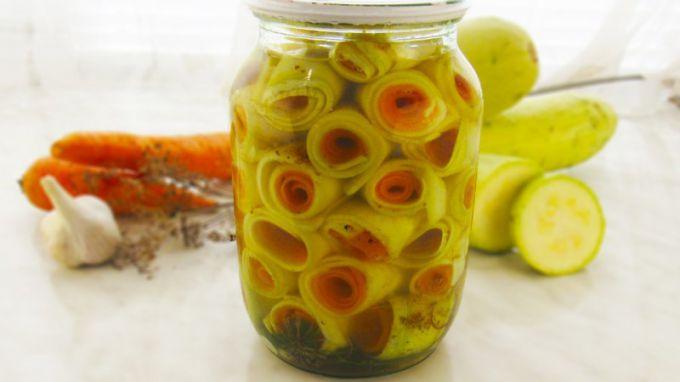 В консервацию из кабачков стоит добавлять побольше пряностей, чтобы их вкус не получился слишком пресным.