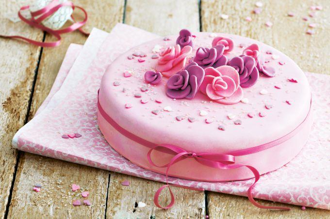 Как мастикой покрыть торт: советы для начинающих