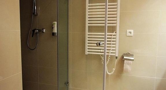 Как монтировать электрический полотенцесушитель