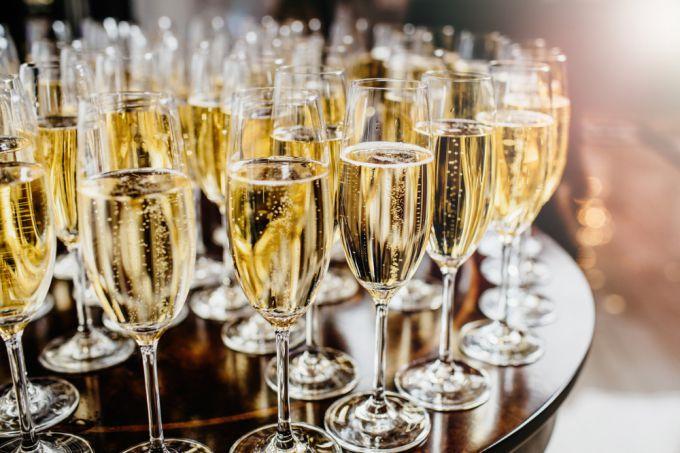 Как выбрать хорошее шампанское на Новый год: 9 простых советов