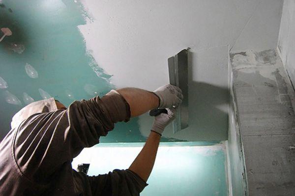 можно ли шпаклевать на краску потолок