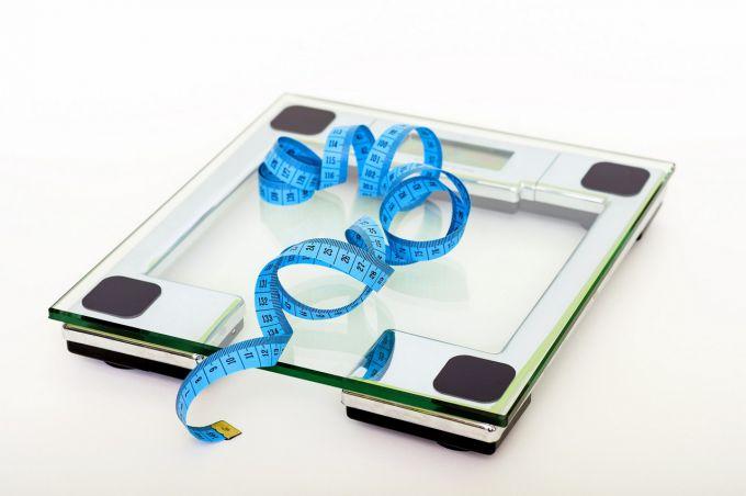 Как правильно взвешиваться на напольных весах