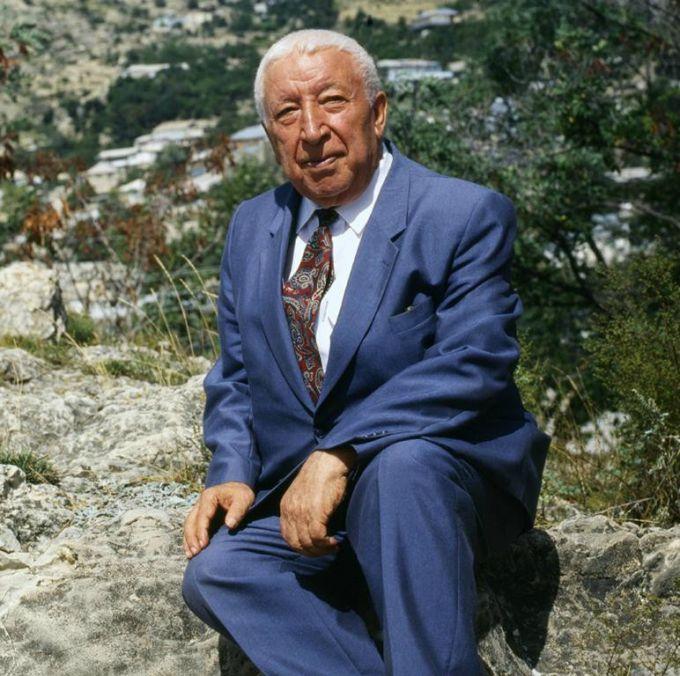 Расул Гамзатович Гамзатов (8 сентября 1923 — 3 ноября 2003)