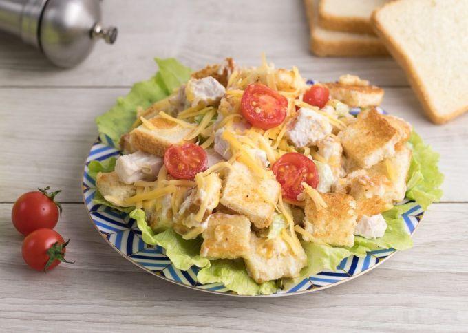 Салат с куриной грудкой и пекинской капустой