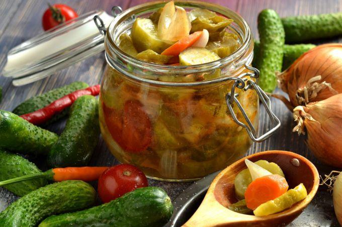 Салат из помидоров и огурцов на зиму: пошаговые рецепты с фото для легкого приготовления
