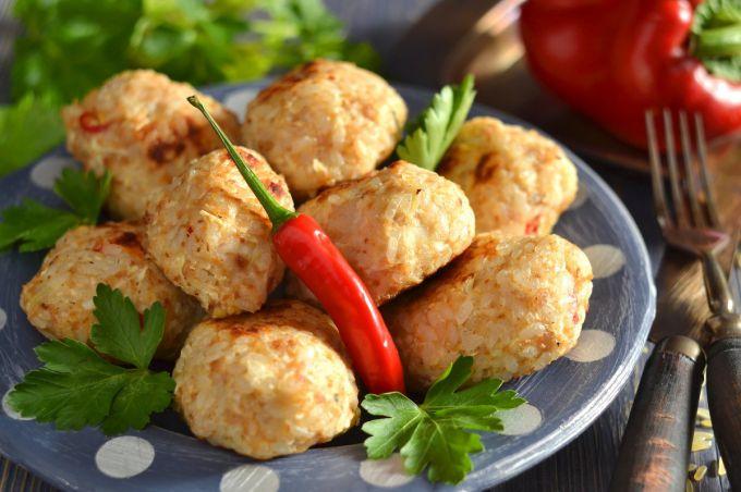 Диетические тефтели из куриного фарша: пошаговые рецепты с фото для легкого приготовления