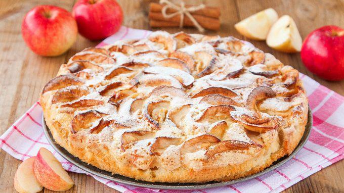 Пирог из яблок с бананами