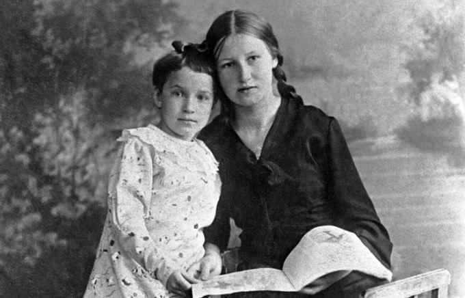 Таня Савичева и ее старшая сестра Нина