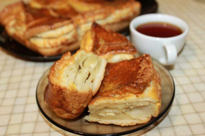 Пирог из слоеного теста с сыром: пошаговые рецепты с фото для легкого приготовления