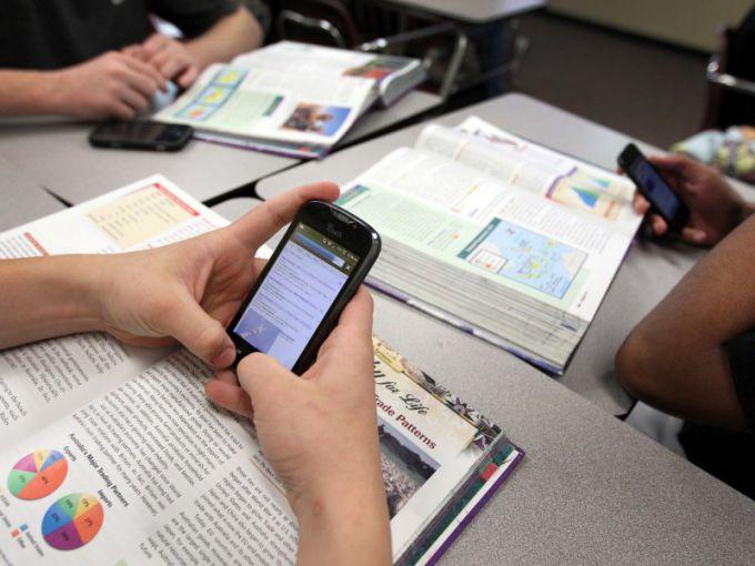 Имеет ли учитель право выгонять ученика с урока за телефон