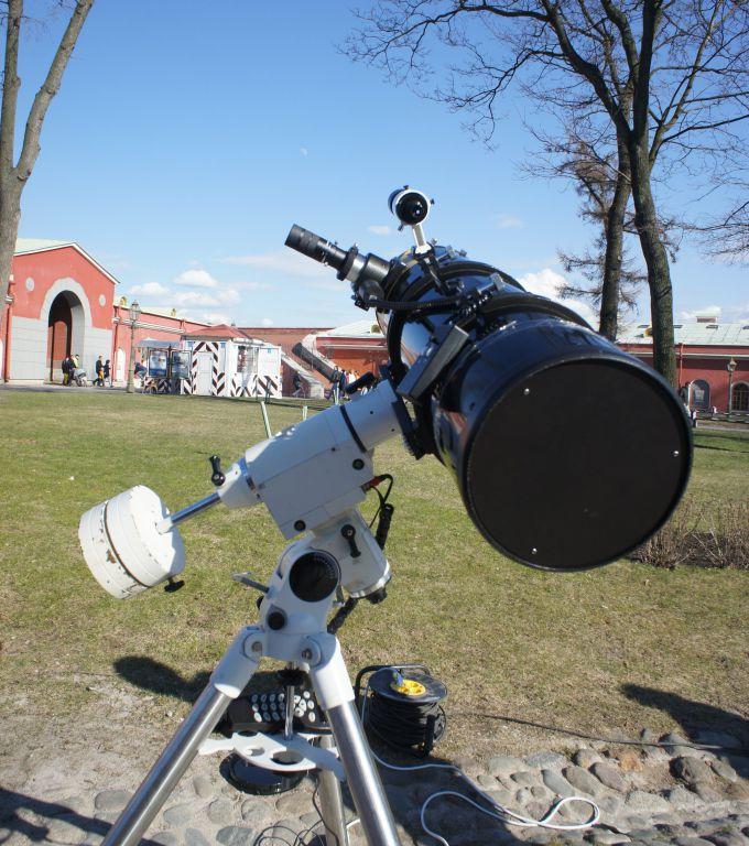 Дневное наблюдение Луны в 250-мм телескоп-рефлектор