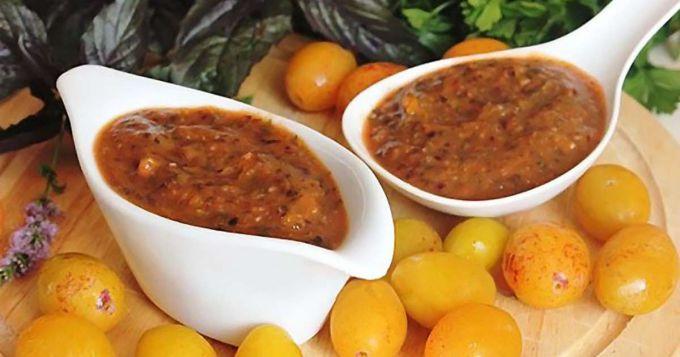 Соус из алычи - прекрасное дополнение для вторых блюд