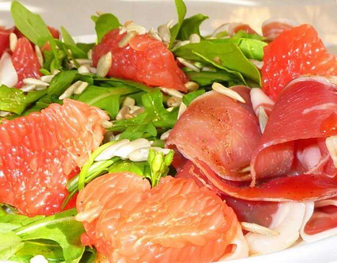 Салат с грейпфрутом - украшение любого стола