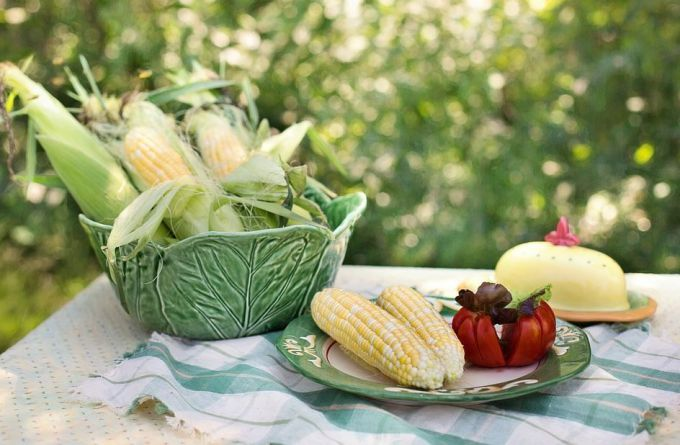 Блюда со свежими зернами кукурузы