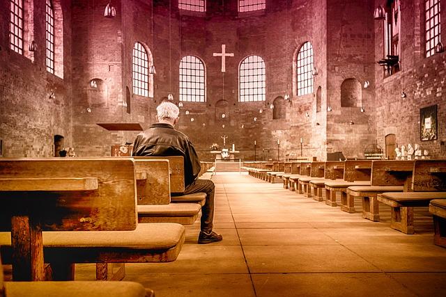 Можно ли читать молитвы сидя